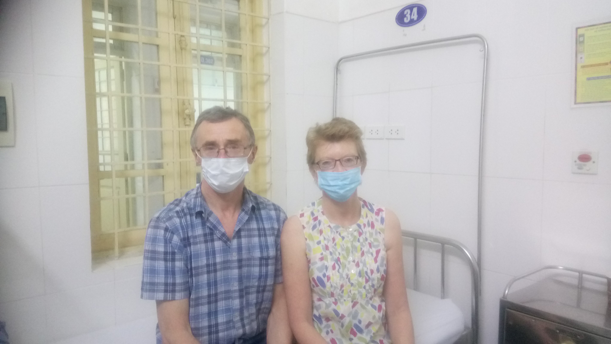 British couple praises quarantine condition at Hanoi hospital in thank-you letter