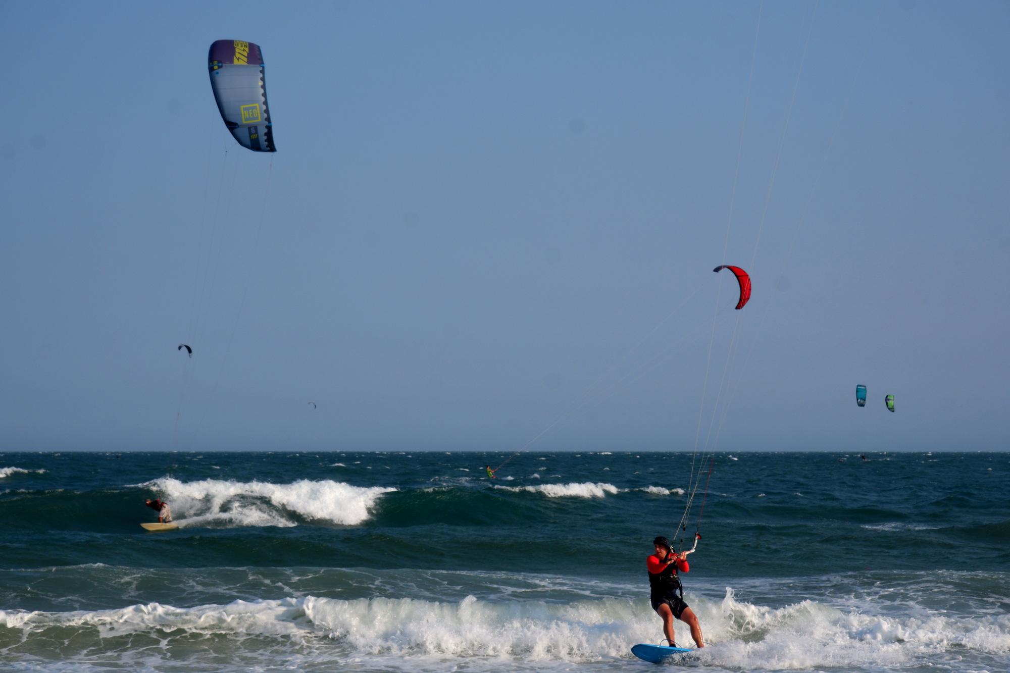 Tourist go kite surfing at Mui Ne Beach in Binh Thuan Province, Vietnam, March 15, 2020. Photo: Son Lam / Tuoi Tre