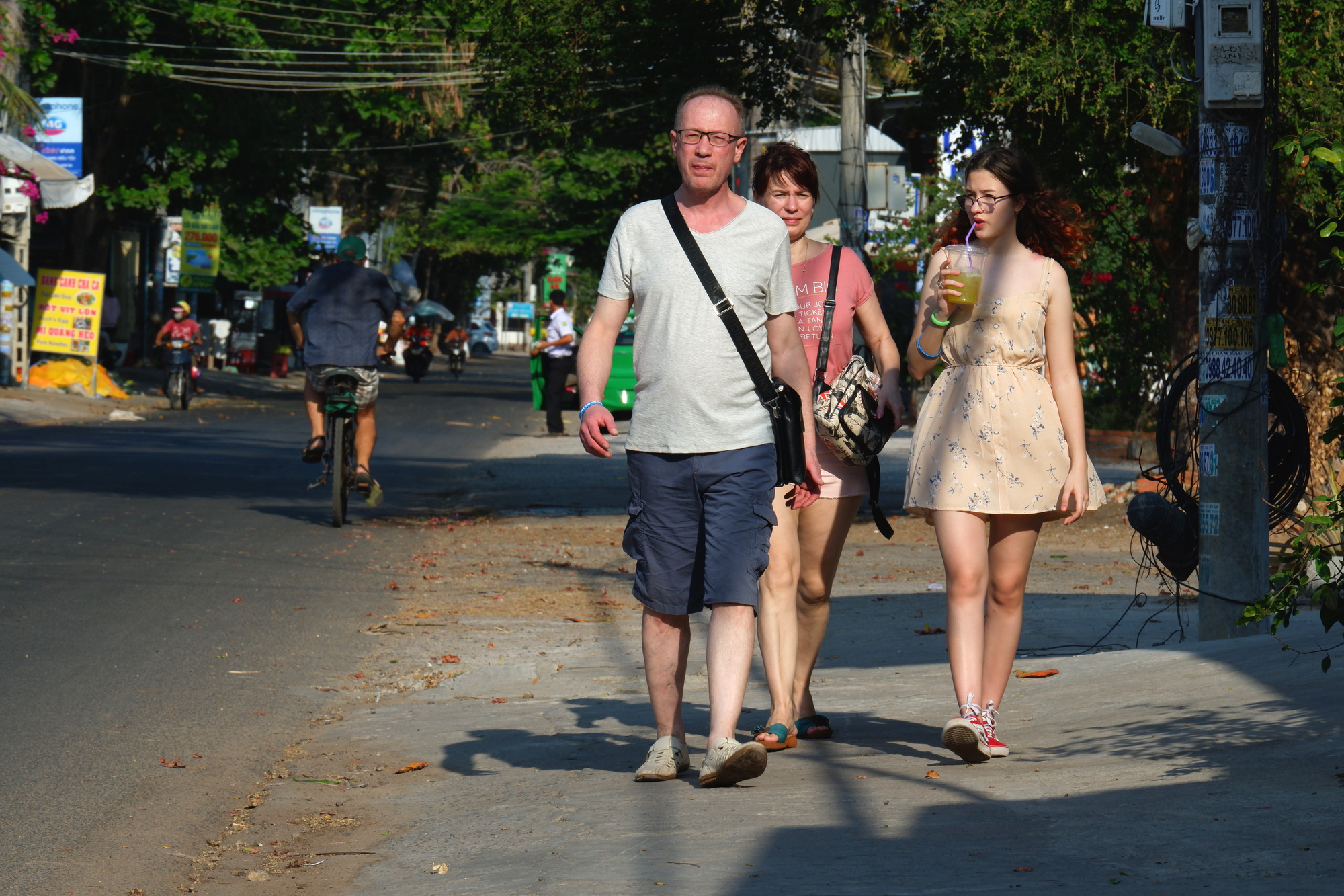 Russian travelers are seen on a street in Mui Ne, Binh Thuan Province, Vietnam, March 15, 2020. Photo: Son Lam / Tuoi Tre
