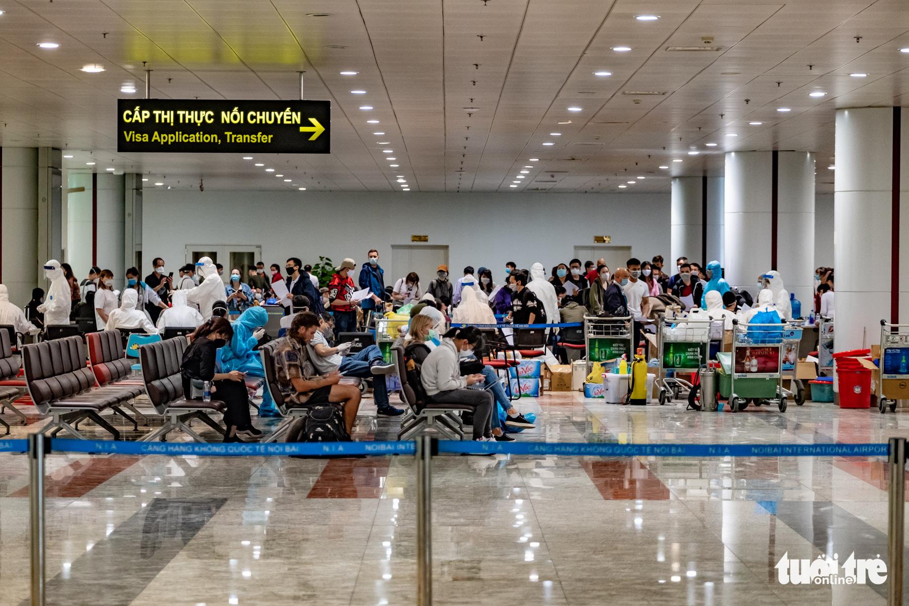 Passengers wait for their turn to make health declaration at Noi Bai International Airport in Hanoi, Vietnam, March 18, 2020. Photo: Nam Tran / Tuoi Tre Tre