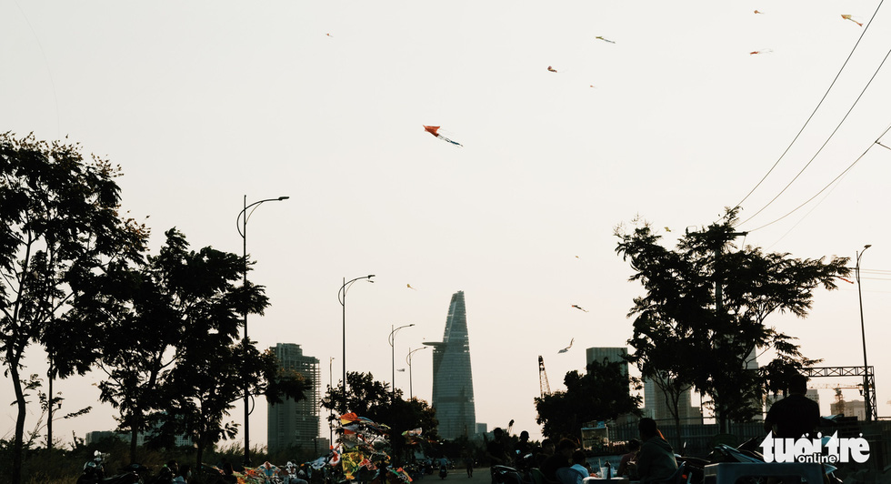 Kites in many shapes and sizes hover over a kite field in District 2, Ho Chi Minh City, March 2020. Photo: Mai Thuong / Tuoi Tre