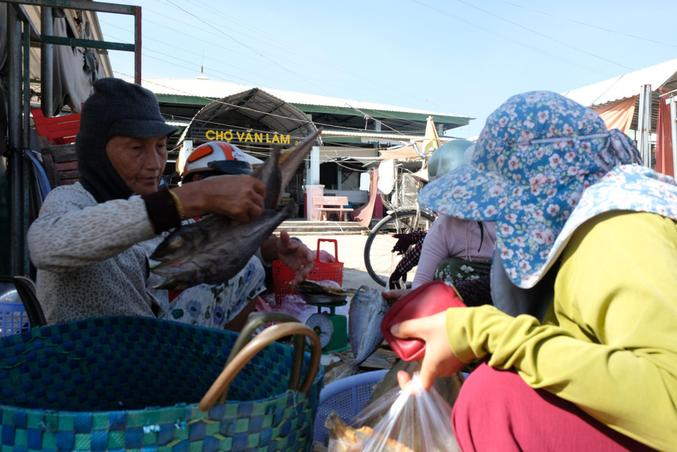 Local people purchase food at Van Lam Market in Van Lam 3 Village, Ninh Thuan Province, Vietnam. Photo: Dinh Cuong / Tuoi Tre