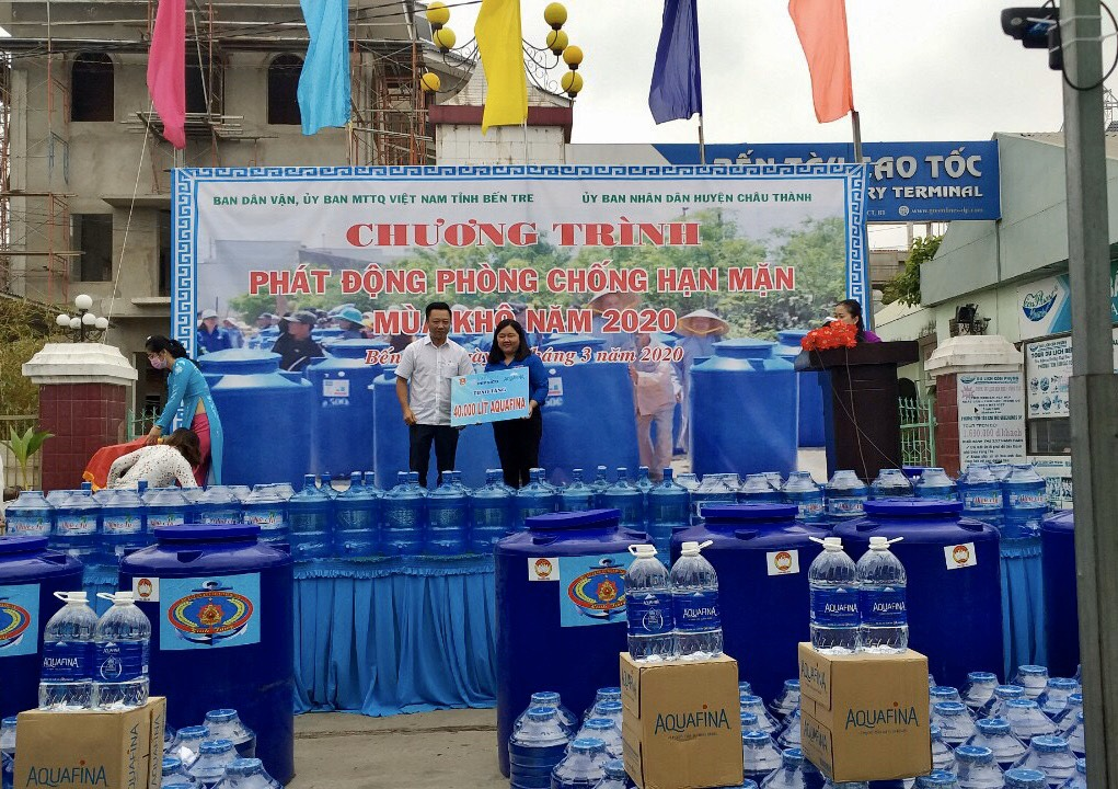 Le Ngoc An, Suntory PepsiCo Vietnam's senior director of sales in the Mekong Delta region, gifts 40,000 liters of bottled water to residents in Ben Tre Province, Vietnam, March 9, 2020.