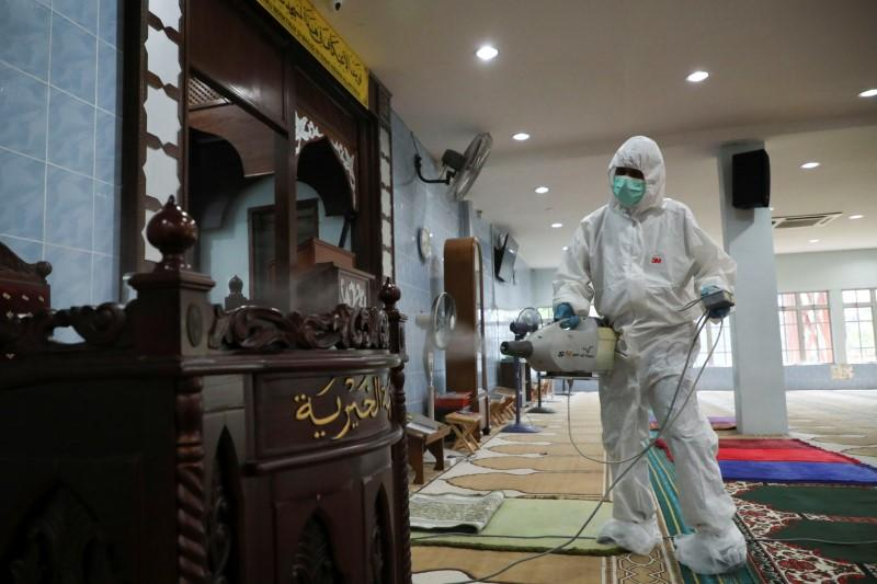 Malaysia steps up coronavirus tests as it braces for 'worst scenario'
