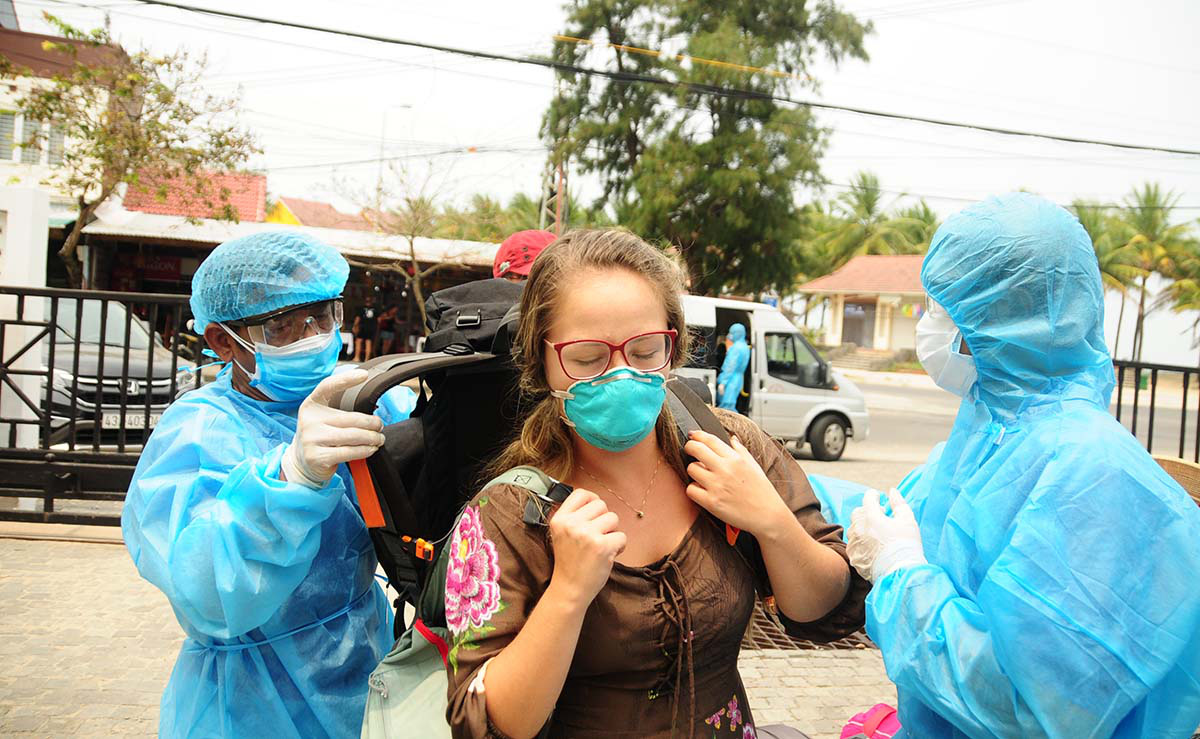 Foreign or local, we should all wear a mask to help curb COVID-19 in Vietnam