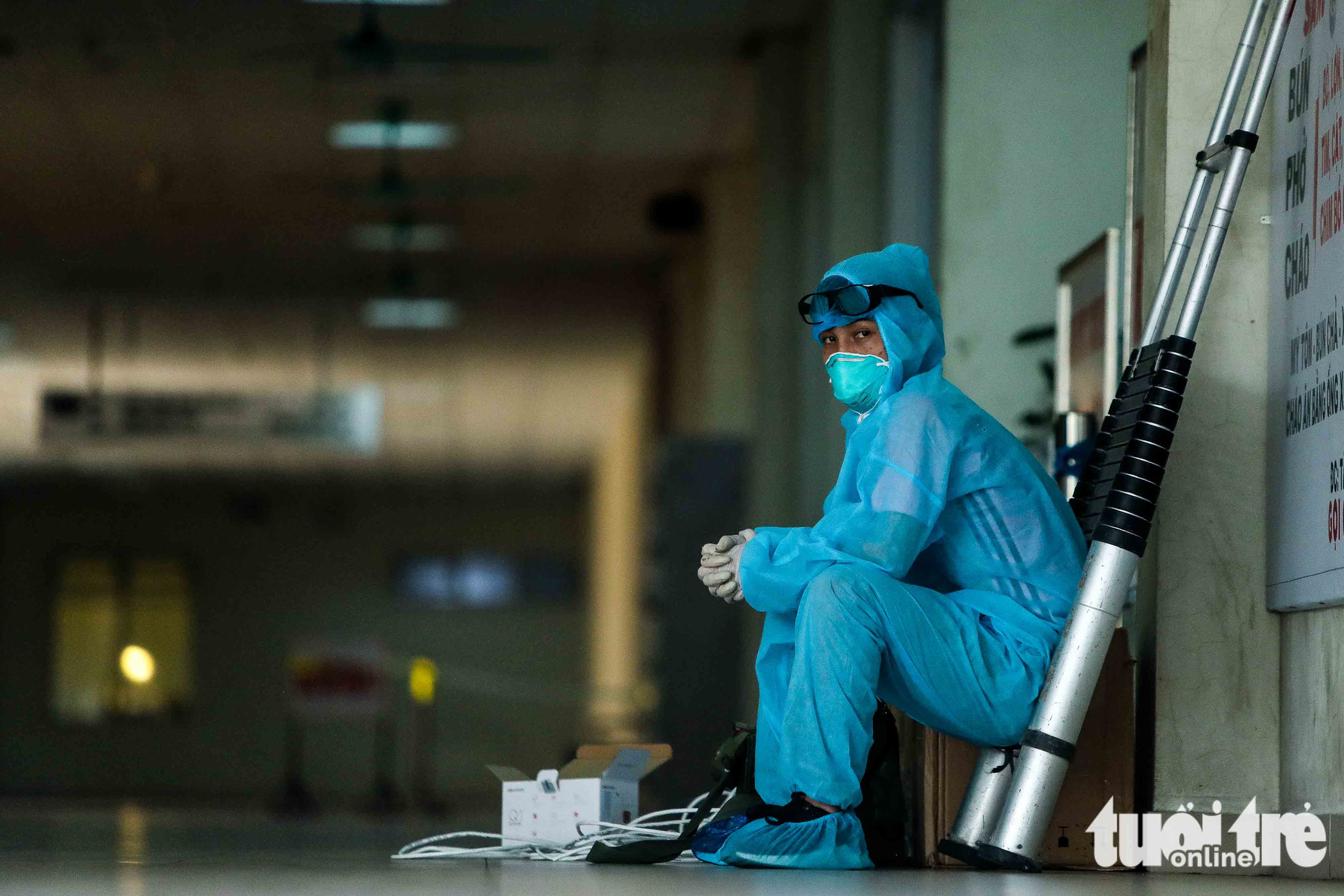 A health worker takes a quick break at the National Hospital for Tropical Diseases in Dong Anh District in Hanoi, Vietnam. Photo: Nguyen Khanh / Tuoi Tre