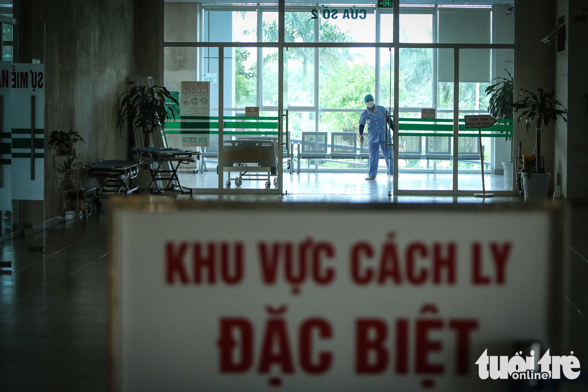 A special isolation zone located on the first floor is reserved for patients who are in bad health at the National Hospital for Tropical Diseases in Dong Anh District in Hanoi, Vietnam. Photo: Nguyen Khanh / Tuoi Tre