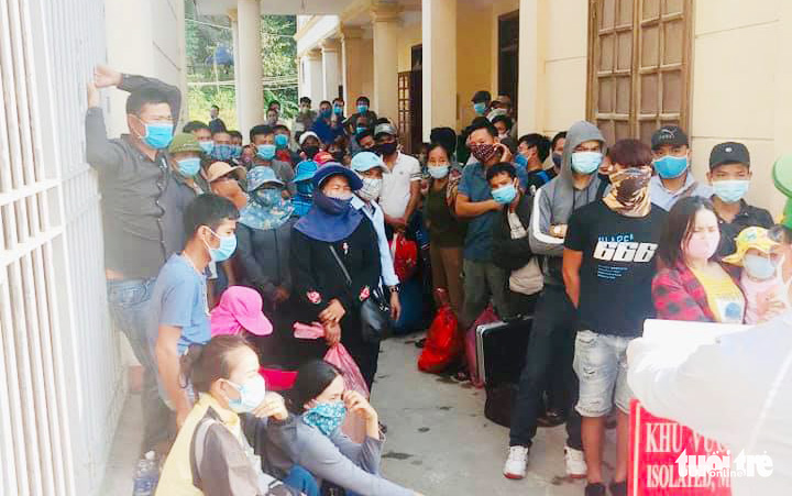 Hundreds of Vietnamese return from Laos via north-central border gate