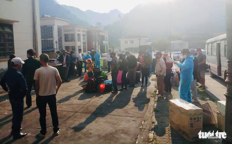 Hundreds of Vietnamese citizens return from Laos to Nghe An Province, Vietnam, March 26, 2020. Photo: Le Thach / Tuoi Tre