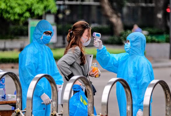 Ho Chi Minh City banspatients' visitors,closesprivate clinics