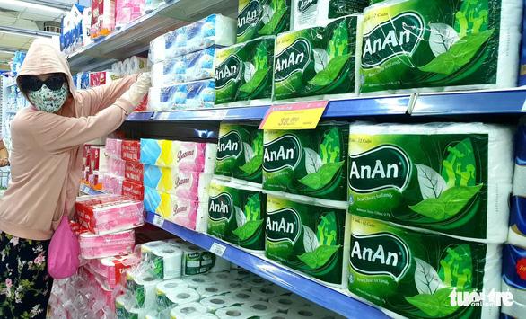 Ho Chi Minh City keeps supermarket shelves full amid COVID-19 social distancing