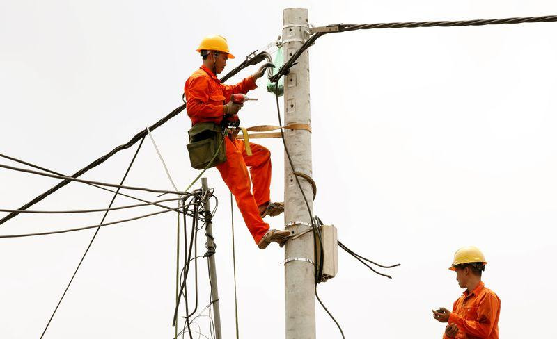 Vietnam plans 10% electricity price cut to support virus-hit consumers