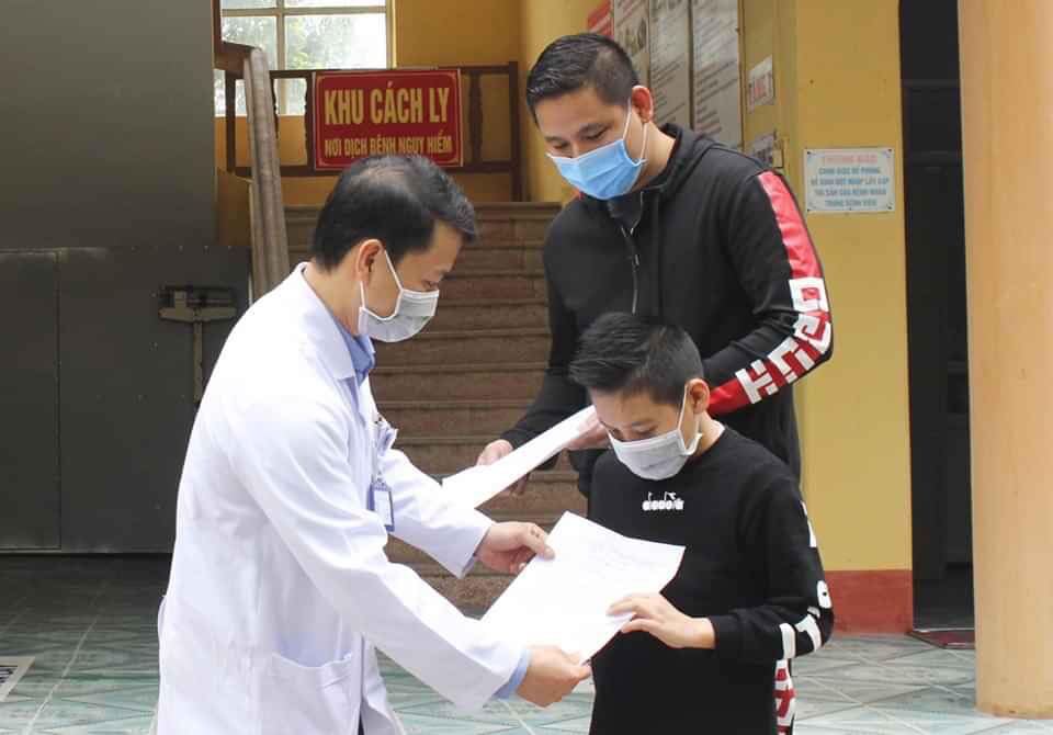 UK boy walks out of Vietnam hospital clear of novel coronavirus