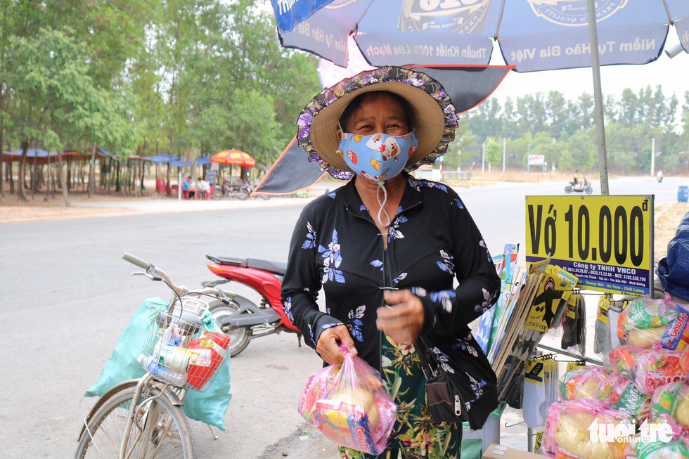 As COVID-19 challenges lottery ticket vendors in Vietnam, community lends a helping hand