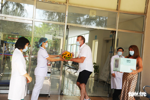 British COVID-19 patient thanks doctors in Vietnamese upon hospital discharge