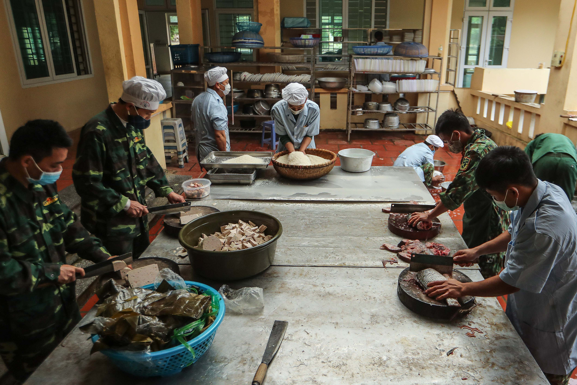 The day's main course served at Lao Cai Military School in northern Vietnam includes braised fish, pork bologna, and vegetables. Photo: Nguyen Khanh / Tuoi Tre