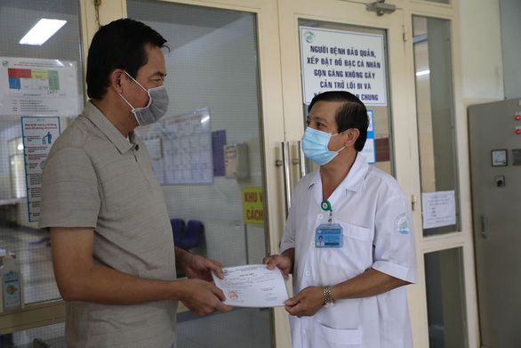 Vietnam doctors manage to treat COVID-19 patient with badly damaged lungs