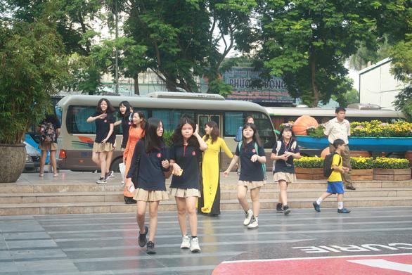Hanoi's40,000 non-public schoolstaffsuffer pay cut due toCOVID-19