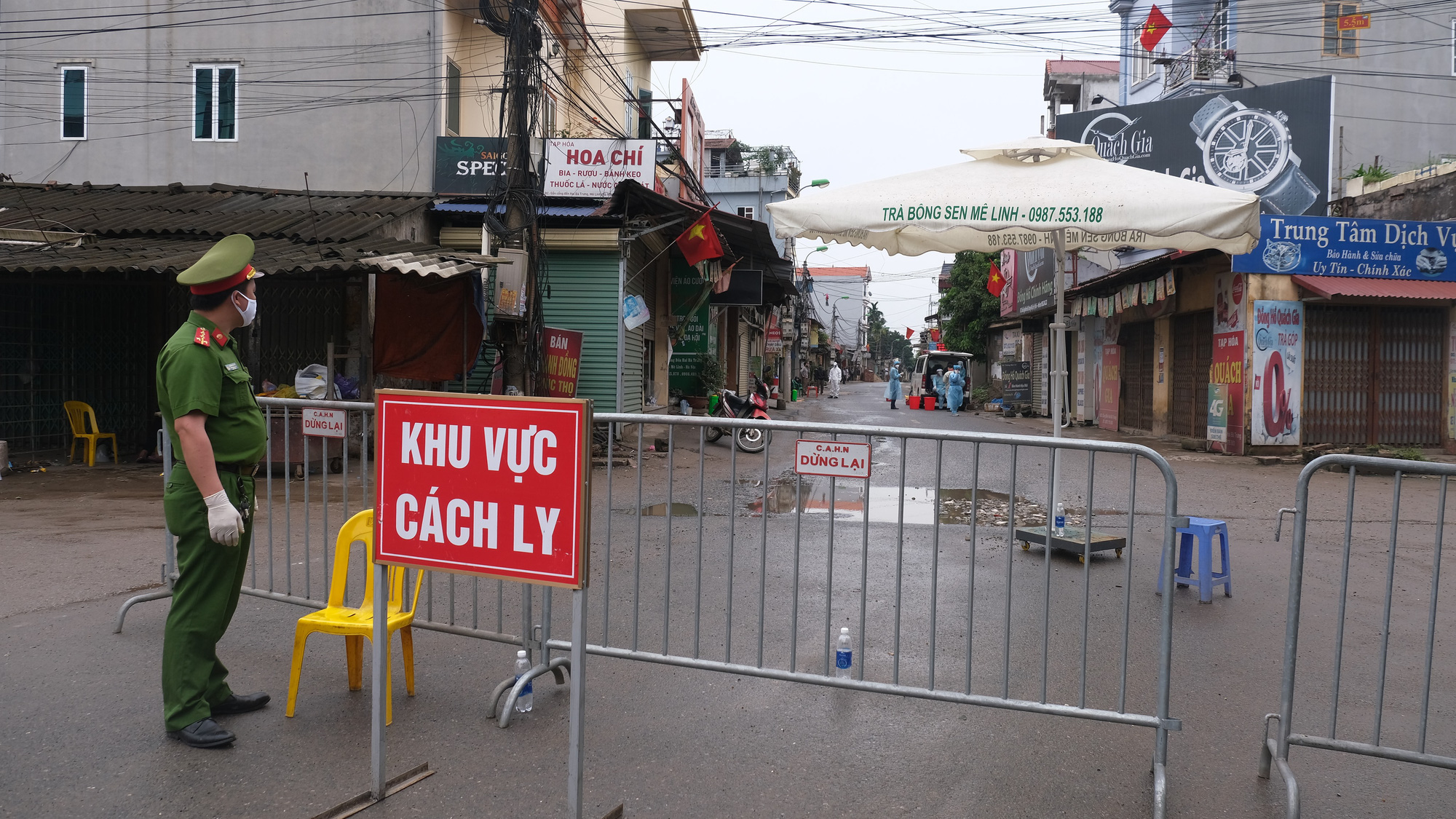 Hanoi locks down village of over 10,000 people where COVID-19 patient resides