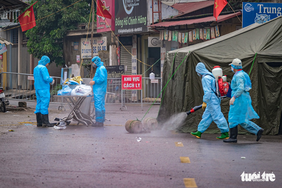 Hanoi quarantines entire police unit after officer admits contact with COVID-19 patient