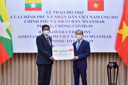 Vietnam presents $50,000 to Myanmar for COVID-19 fighting