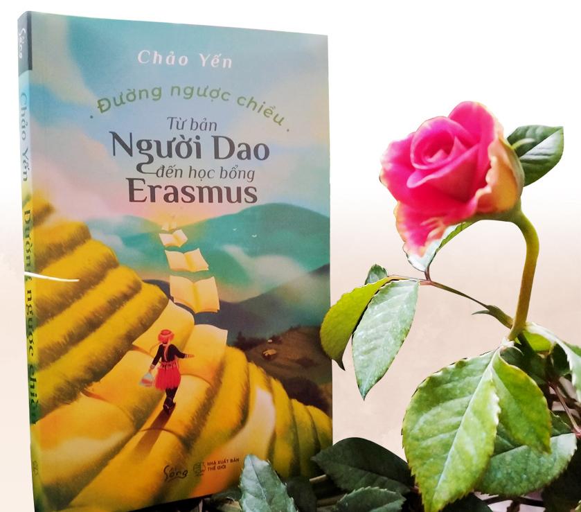 Chao Yen's autobiography 'Duong nguoc chieu — Tu ban nguoi Dao den hoc bong Erasmus (Against the Odds — From Dao Ethnic Village to Erasmus Scholarship). Photo: Thien Dieu / Tuoi Tre