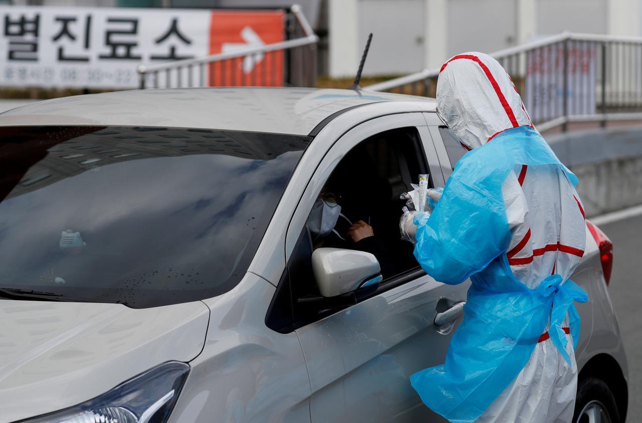 South Korea to ship 600,000 coronavirus testing kits to U.S. on Tuesday - source