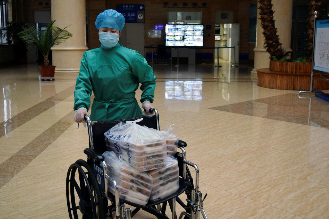 China reports fewer coronavirus cases but infections from Russia a worry