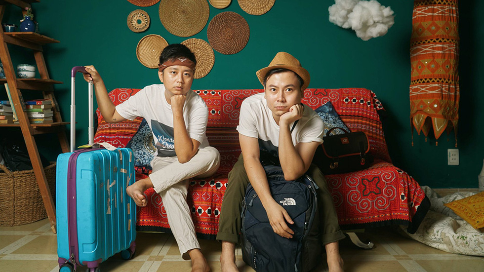 Vietnamese bloggers stage world scenes at home in playful social distancing album