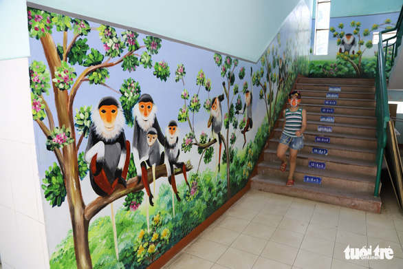 A mural by art teacher Truong Hoang Thanh featuring local langurs is displayed at a staircase at Nui Thanh Elementary School in Da Nang City, Vietnam. Photo: D.C. / Tuoi Tre