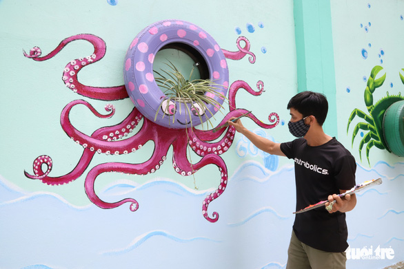 Da Nang art teacher gives school makeover with murals during COVID-19 break
