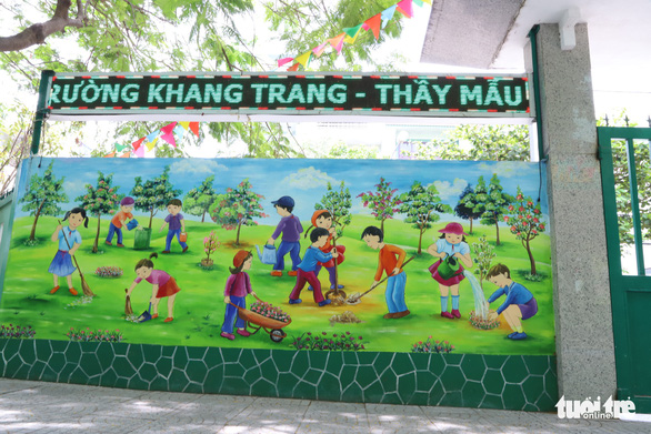 A mural painted by art teacher Truong Hoang Thanh at Nui Thanh Elementary School in Da Nang City, Vietnam. Photo: D.C. / Tuoi Tre
