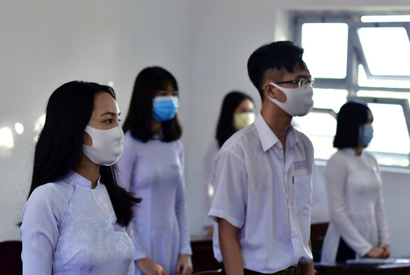 High school students on their first day at school after a three-month COVID-19 break in Ca Mau Province, Vietnam, April 20, 2020. Photo: Nguyen Hung / Tuoi Tre