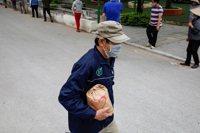 Vietnam says over 13,000 people linked to coronavirus cluster tested negative
