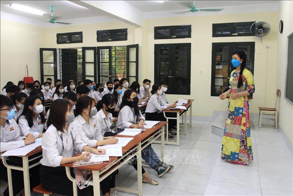 High school students on their first day at school after a three-month COVID-19 break in Thai Binh Province, Vietnam, April 20, 2020. Photo: Vietnam News Agency