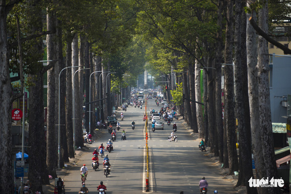 Vietnam's prime minister agrees to relax social distancing restrictions in Hanoi, Saigon