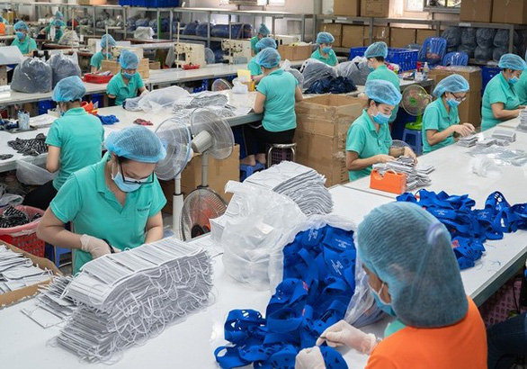 Workers produce face masks at a factory in Vietnam. Photo: T.D.H. / Tuoi Tre