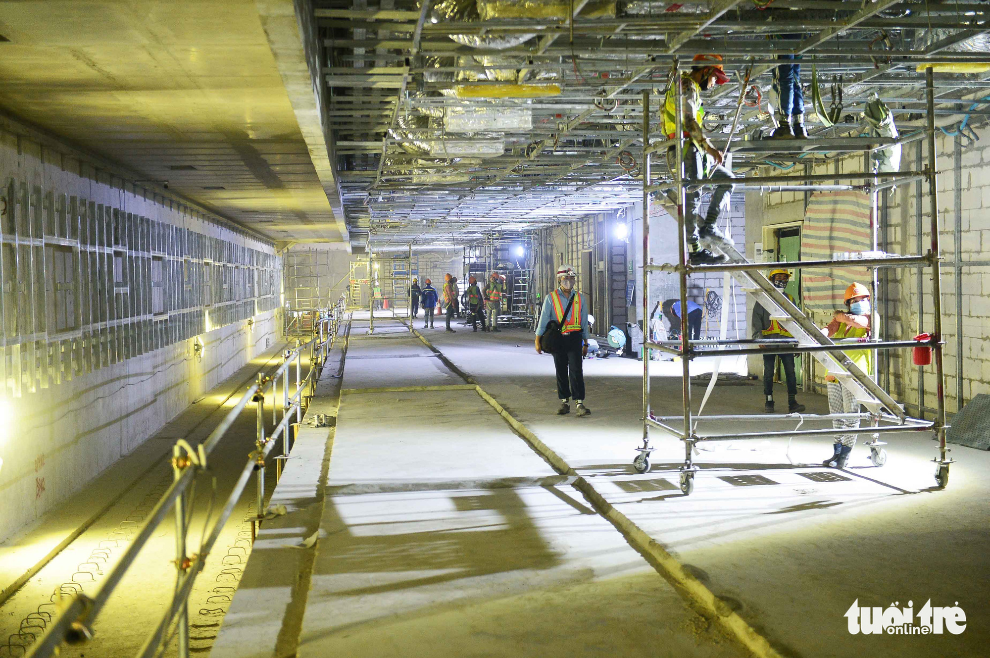 Construction workers work on floor B2 of the Municipal Theater Terminal of Ho Chi Minh City's metro line No. 1 project in District 1. Photo: Quang Dinh / Tuoi Tre