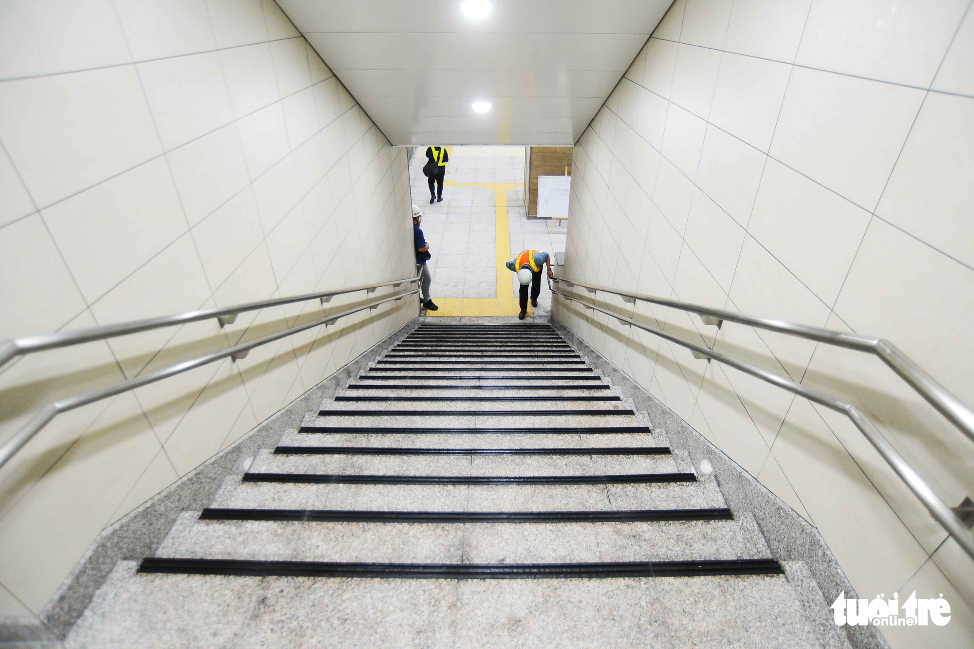 A staircase leads to floor B3 of the Municipal Theater Terminal of Ho Chi Minh City's metro line No. 1 project in District 1. Photo: Quang Dinh / Tuoi Tre