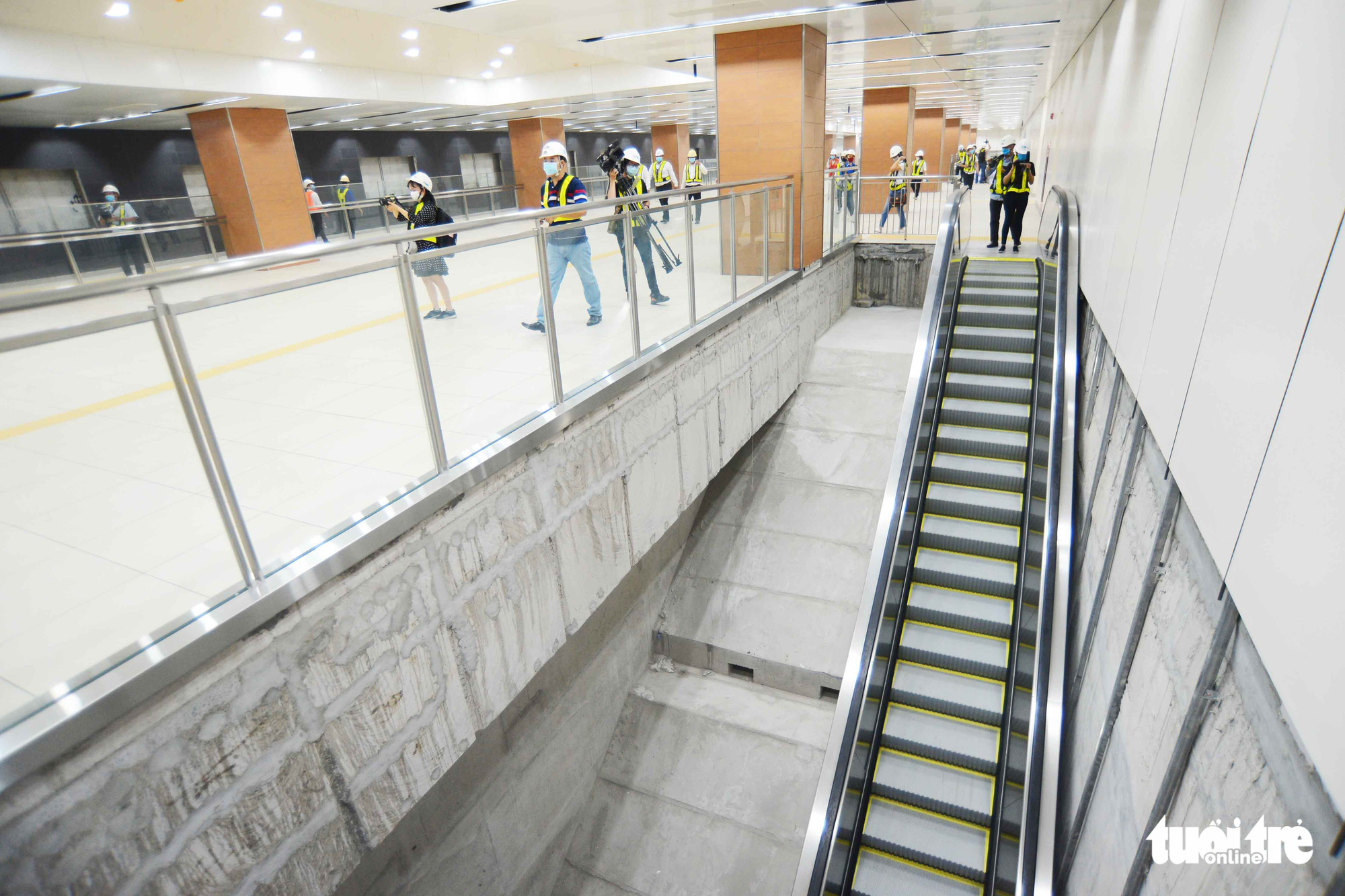 Construction workers finalize floor B1 of the Municipal Theater Terminal of Ho Chi Minh City's metro line No. 1 project in District 1. Photo: Quang Dinh / Tuoi Tre