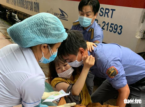 Train conductors help woman deliver baby from video instructions in Vietnam