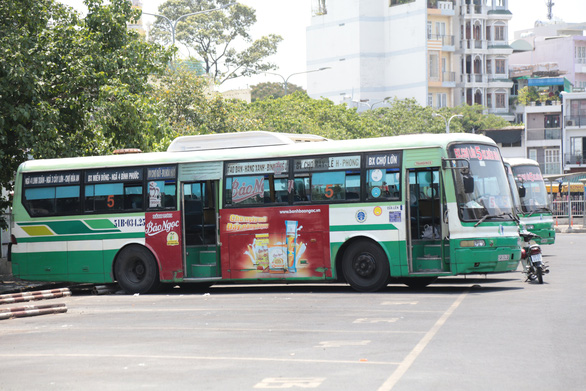 First bus in Ho Chi Minh City resumes operations after easing of COVID-19 social distancing