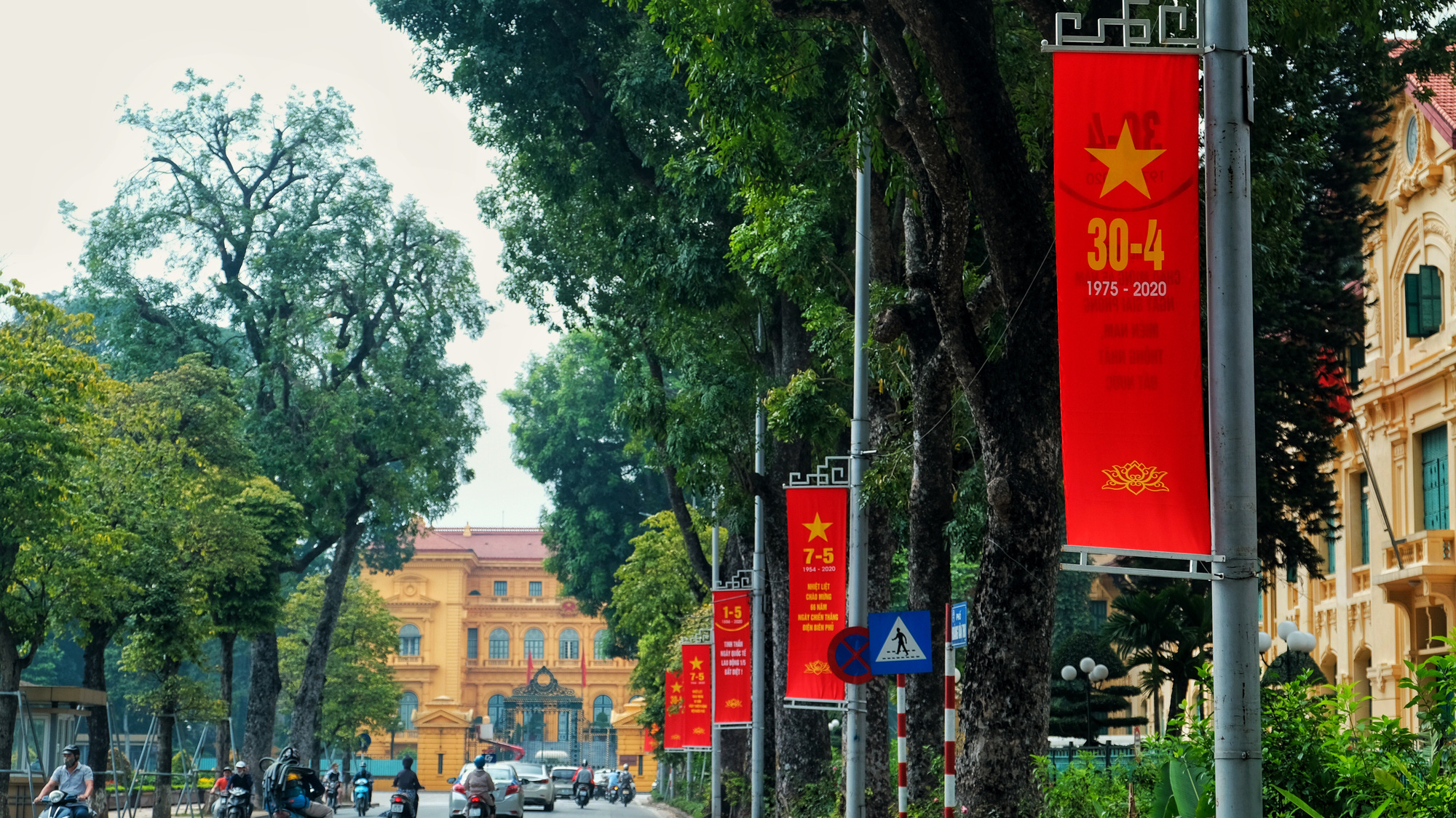Multiple banners are hanged along Hoang Van Thu Street in Ba Dinh District, Hanoi to mark Vietnam's National Day on April 30, 2020. Photo: Mai Thuong / Tuoi Tre