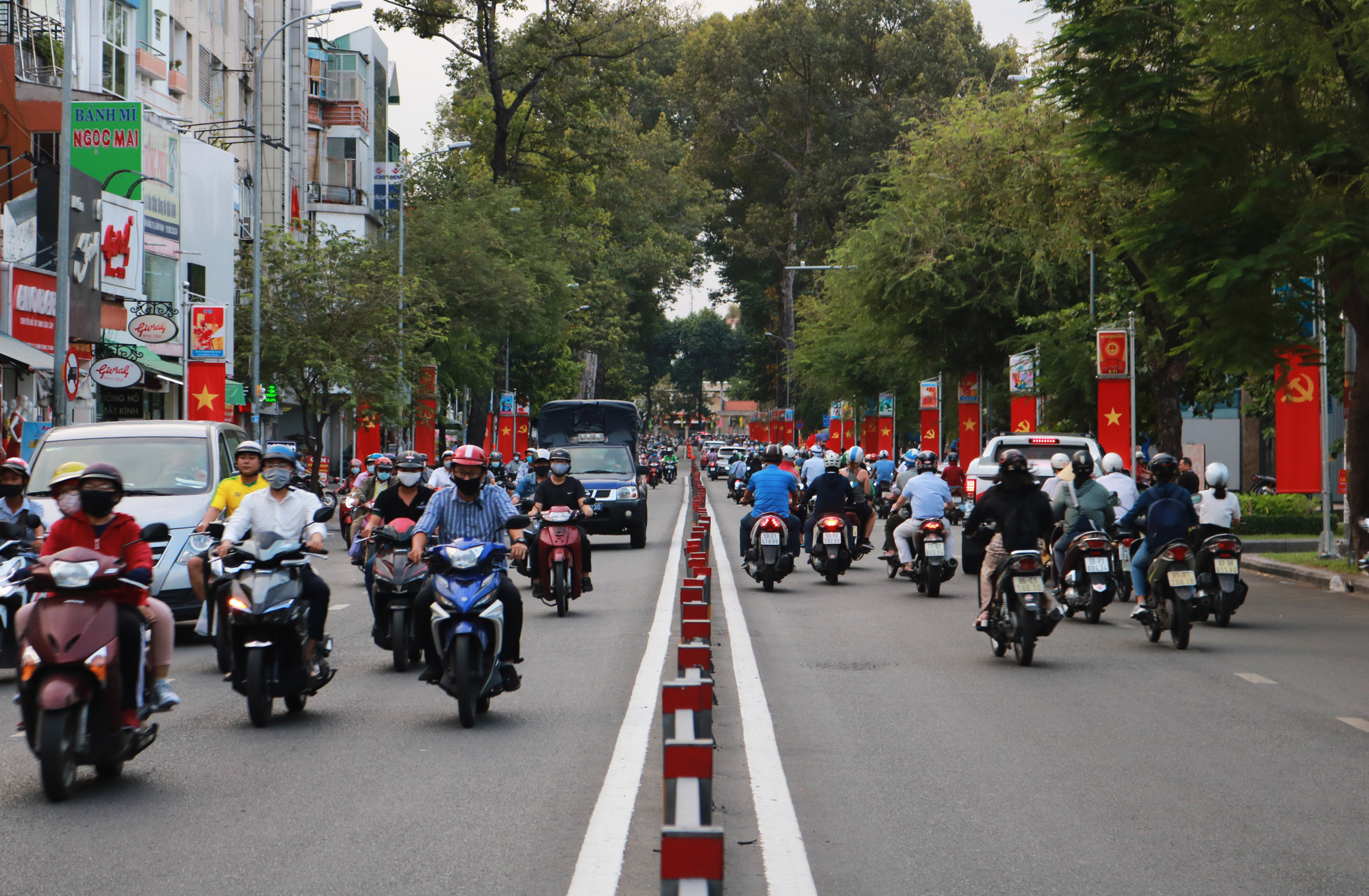 National flags are seen along a major street in Ho Chi Minh City on April 30, 2020. Photo: Nhat Thinh / Tuoi Tre