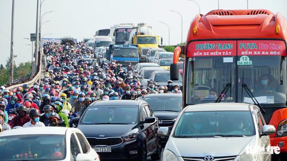 <em>An ocean of vehicles on Binh Dien Bridge in Binh Chanh District, Ho Chi Minh City, April 30, 2020. Photo: </em>Le Phan / Tuoi Tre