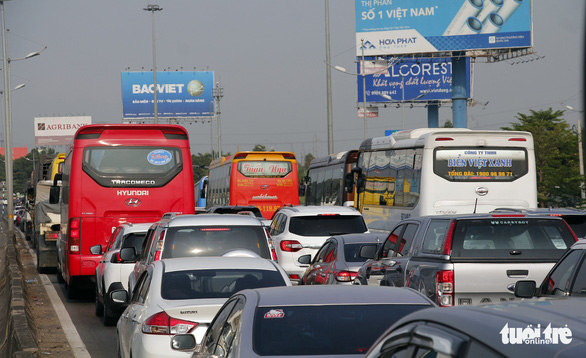 Cars and passenger buses queue on theHo Chi Minh City-Trung LuongExpressway in southern Vietnam, April 30, 2020. Photo: Chau Tuan / Tuoi Tre