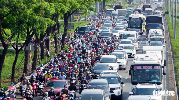 <em>A mass migration on a section of National Highway 1 through Tan Tao Ward in Binh Tan District, Ho Chi Minh City, April 30, 2020. Photo:</em> Le Phan / Tuoi Tre