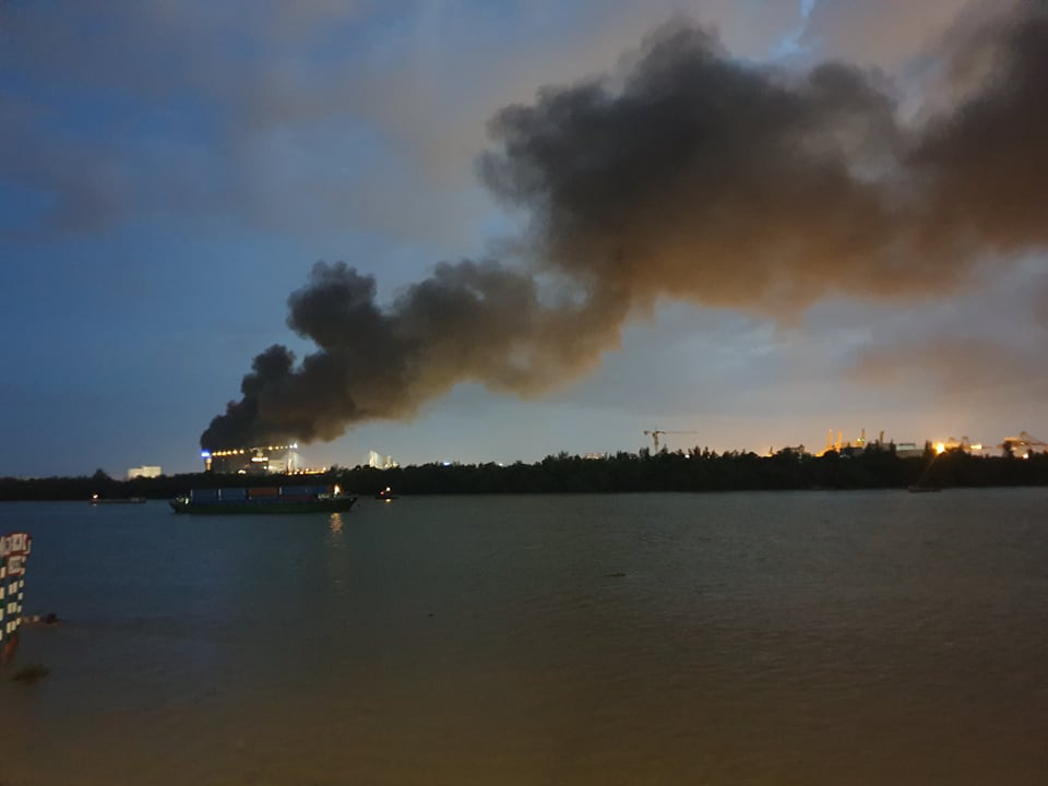 Flame engulfs company at Saigon export processing zone, multiple firefighters injured