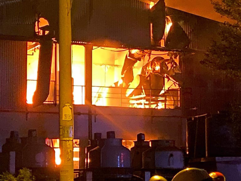 The fire breaks out at CX Technology (Vietnam) Corporation in Ho Chi Minh City on April 30, 2020. Photo: Minh Hoa / Tuoi Tre