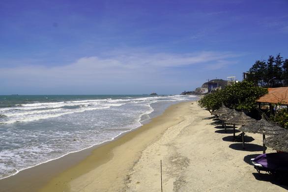 An empty beach is captured in Vung Tau City, Ba Ria - Vung Tau Province, Vietnam, April 30, 2020. Photo: Dong Ha / Tuoi Tre